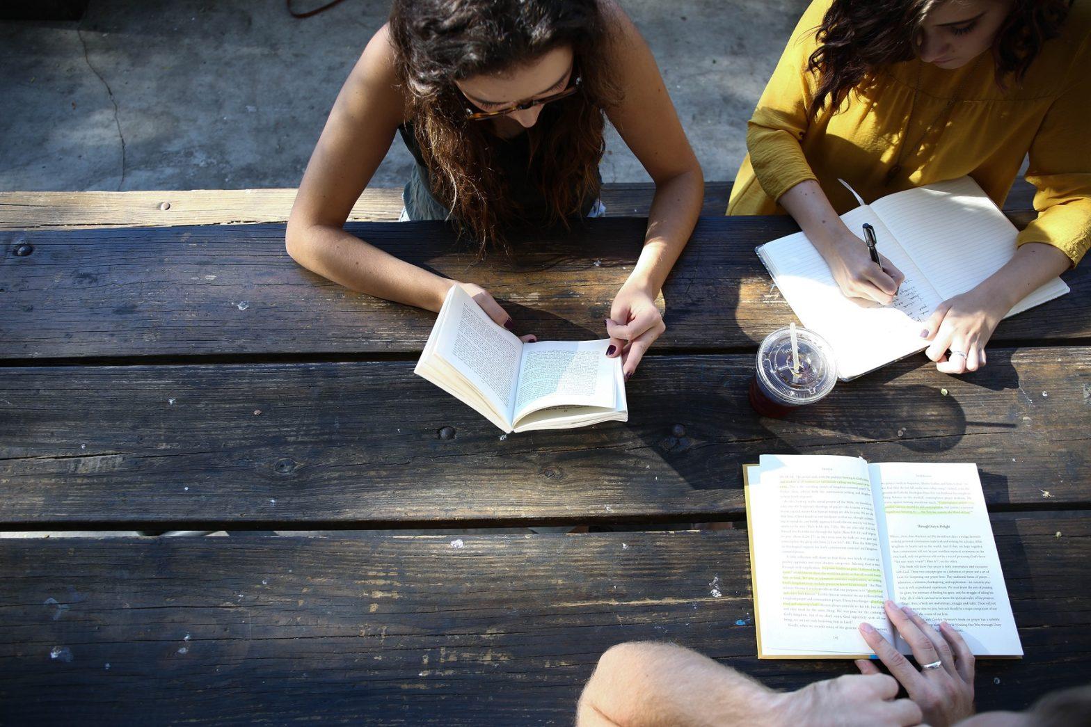"""""""Educare alla lettura"""" 2020: online le FAQ aggiornate del bando in scadenza il 24 luglio"""
